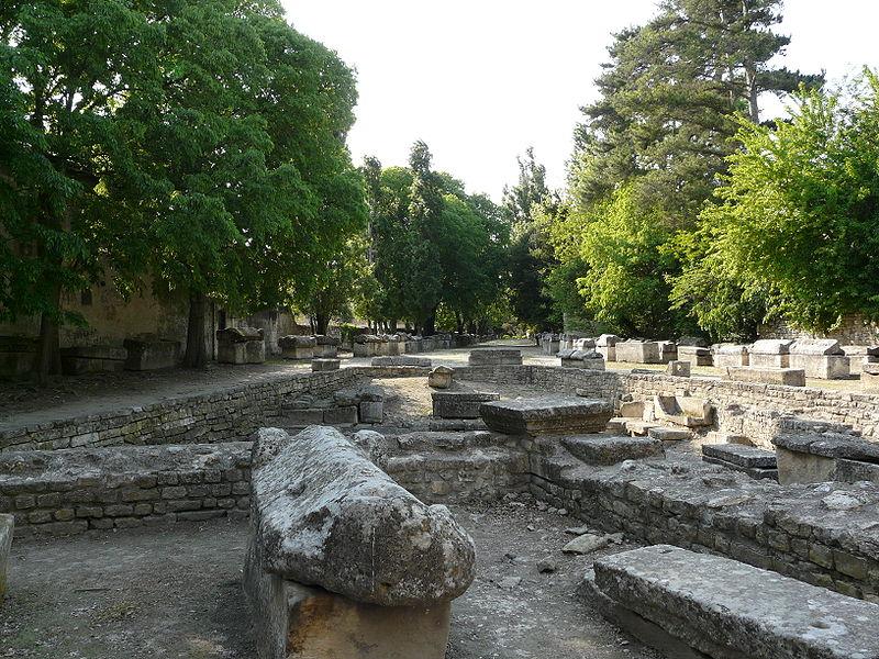 Photo du Monument Historique Nécropole des Alyscamps situé à Arles