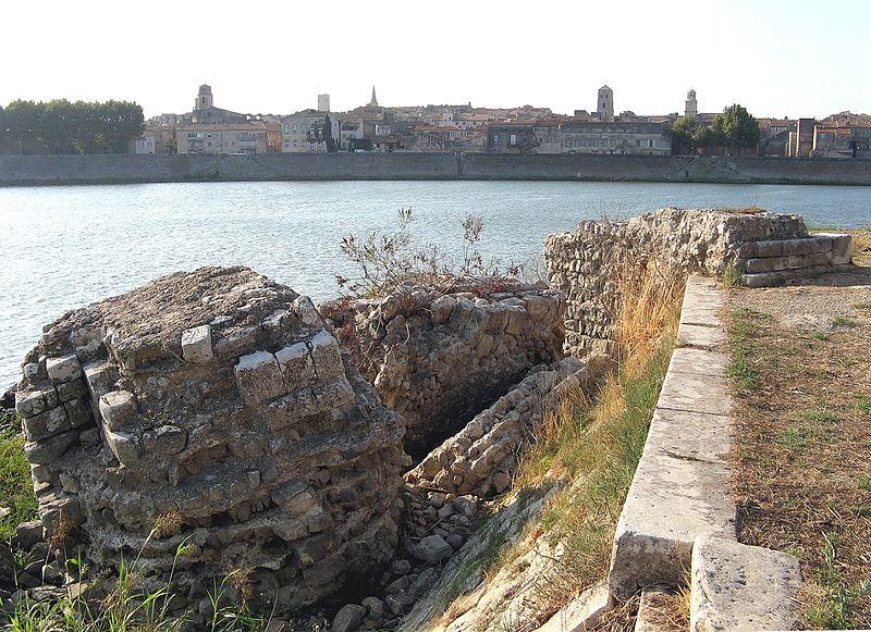Photo du Monument Historique Pont romain immergé dans le Rhône situé à Arles