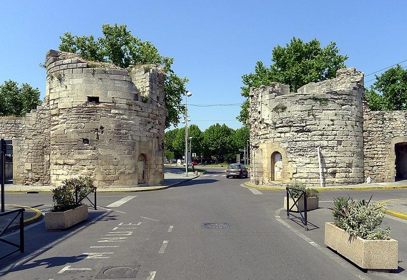 Photo du Monument Historique Porte de la Cavalerie situé à Arles