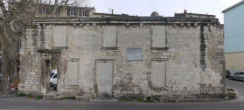 Photo du Monument Historique Remparts situé à Arles