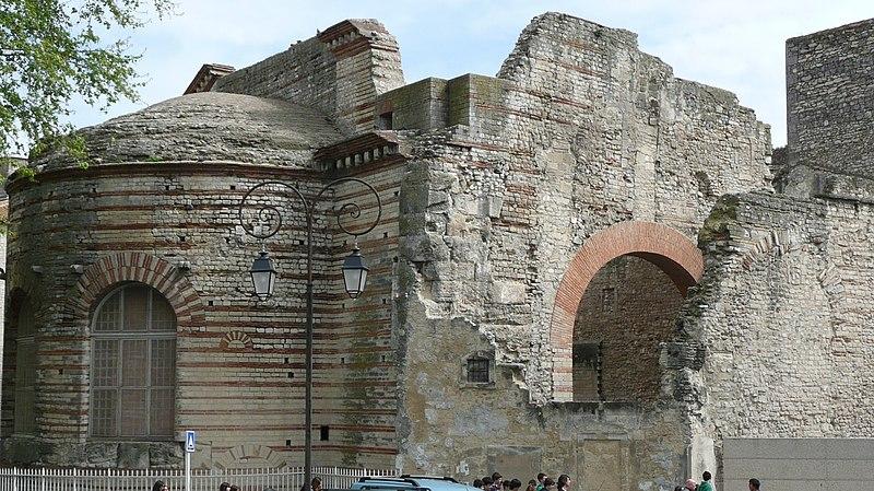 Photo du Monument Historique Thermes, anciennement dits Palais de Constantin situé à Arles
