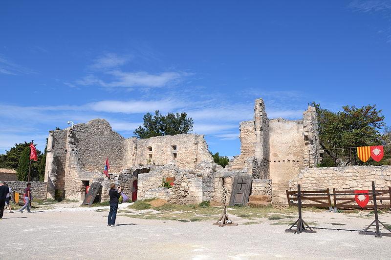 Photo du Monument Historique Hôpital (restes de l'ancien) situé à Les Baux-de-Provence