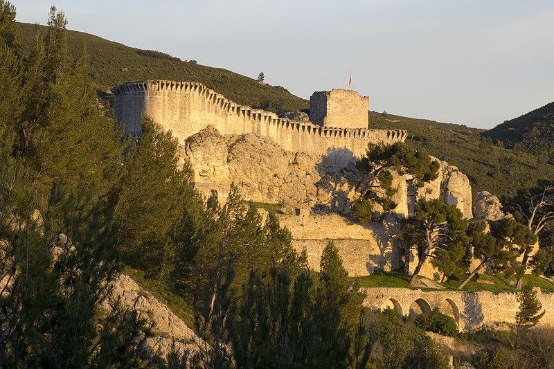 Photo du Monument Historique Château (ruines) situé à Boulbon
