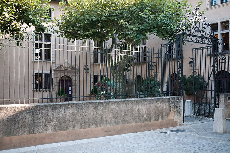 Photo du Monument Historique Hôtel de ville (ancien hôtel Désiré de Moustiers) situé à Cassis