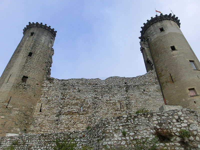 Photo du Monument Historique Château féodal situé à Châteaurenard