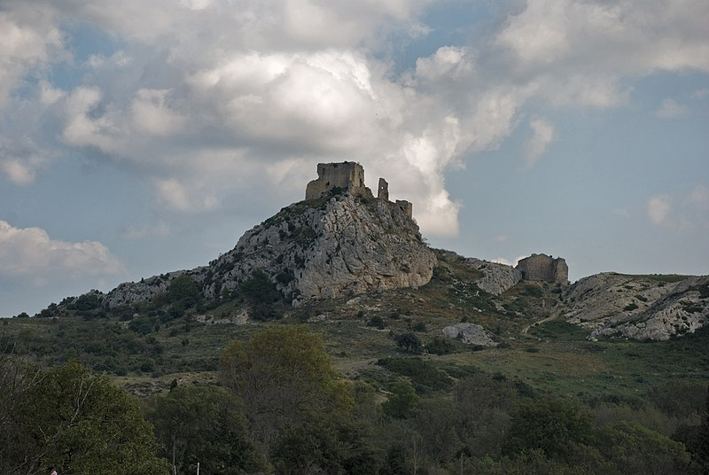 Photo du Monument Historique Château de Roquemartine (vestiges du) situé à Eyguières