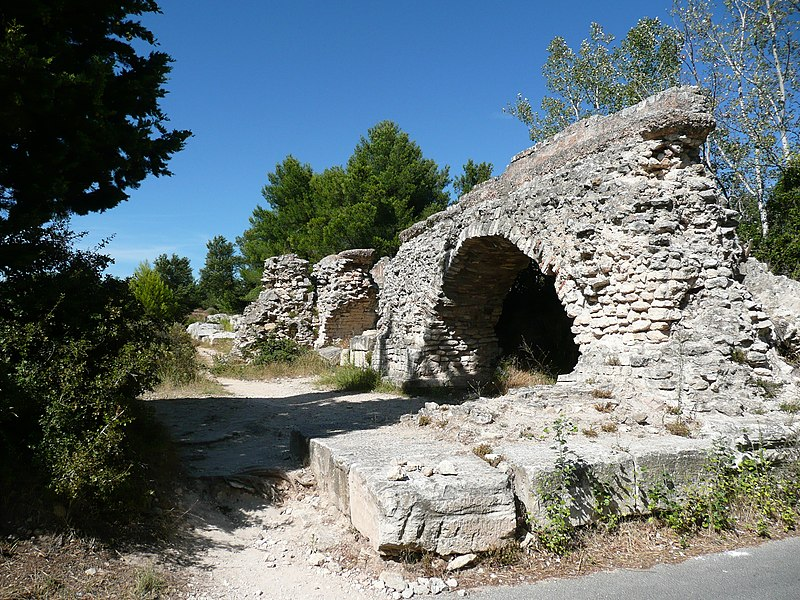 Photo du Monument Historique Aqueduc de Barbegal situé à Fontvieille