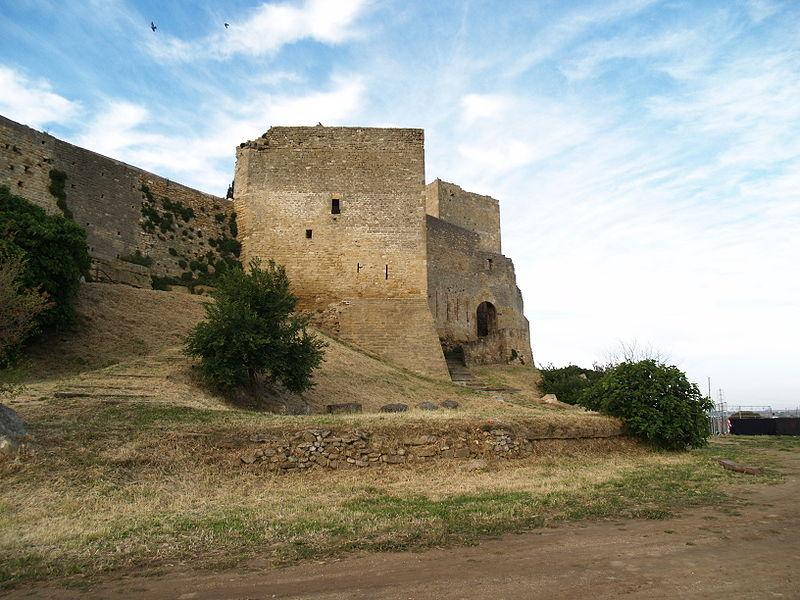 Photo du Monument Historique Remparts situé à Fos-sur-Mer
