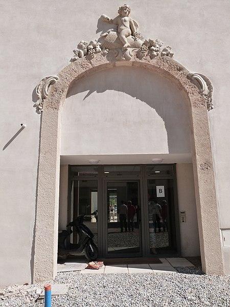 Photo du Monument Historique Château d'Albertas situé à Gémenos