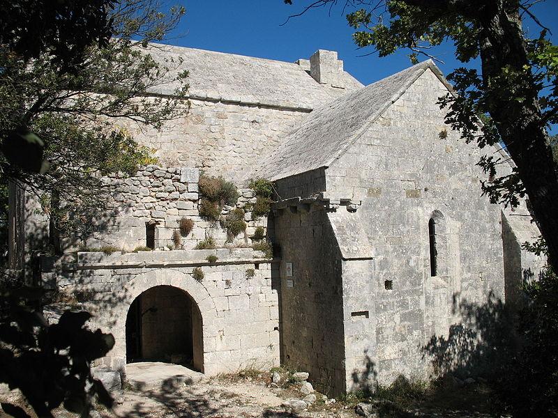 Photo du Monument Historique Chapelle Sainte-Anne-de-Goiron (également sur commune de La-Roque-d'Anthéron) situé à Lambesc