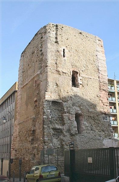 Photo du Monument Historique Tour des Trinitaires et le mur y attenant situé à Marseille