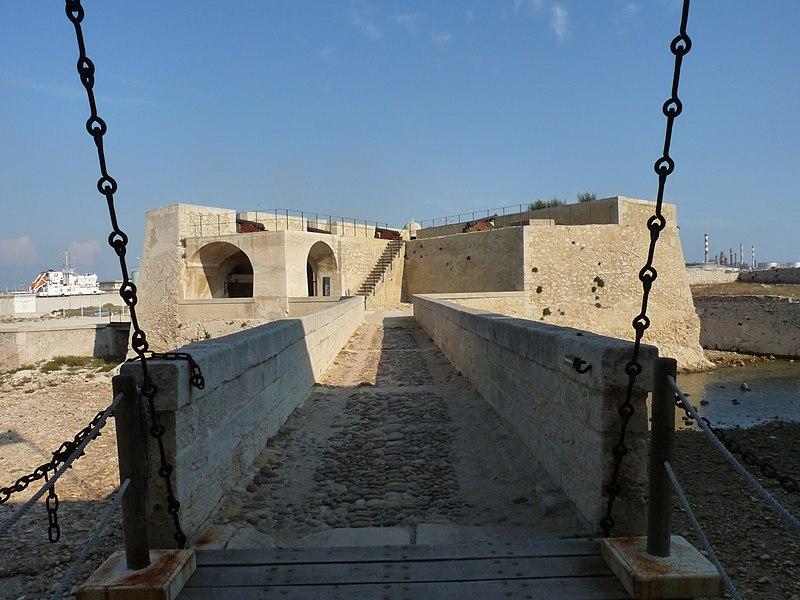 Photo du Monument Historique Fort de Bouc (ou fort Vauban) situé à Martigues
