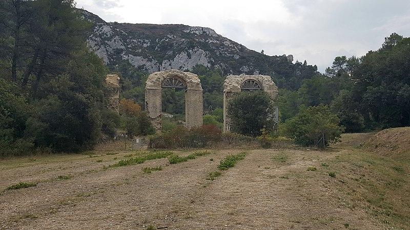 Photo du Monument Historique Aqueduc romain situé à Meyrargues