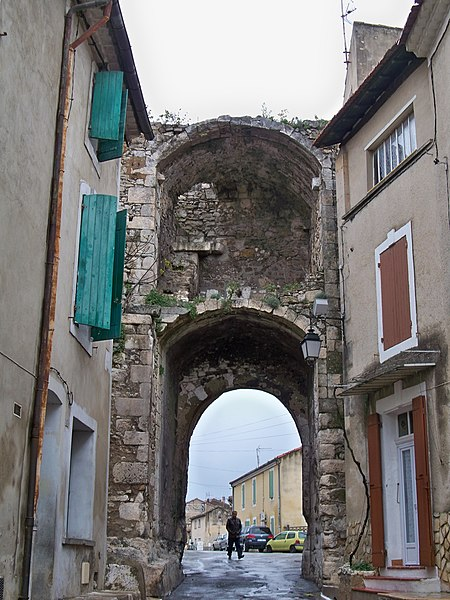 Photo du Monument Historique Porte de ville Sainte-Anne situé à Orgon