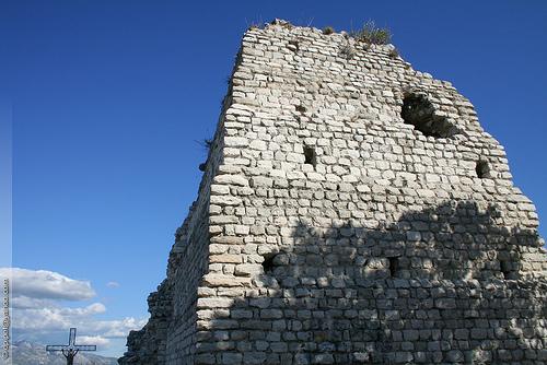 Photo du Monument Historique Pyramide dite La Pennette situé à Penne-sur-Huveaune (La)