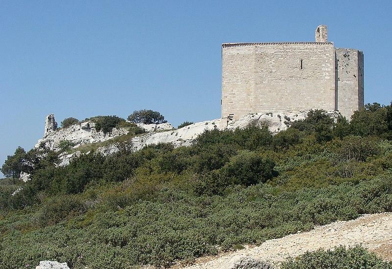Photo du Monument Historique Chapelle Saint-Michel et ruines du château situé à Le Rove