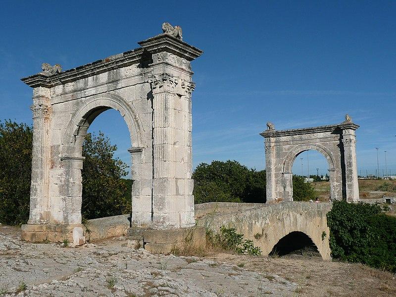 Photo du Monument Historique Pont Flavien situé à Saint-Chamas