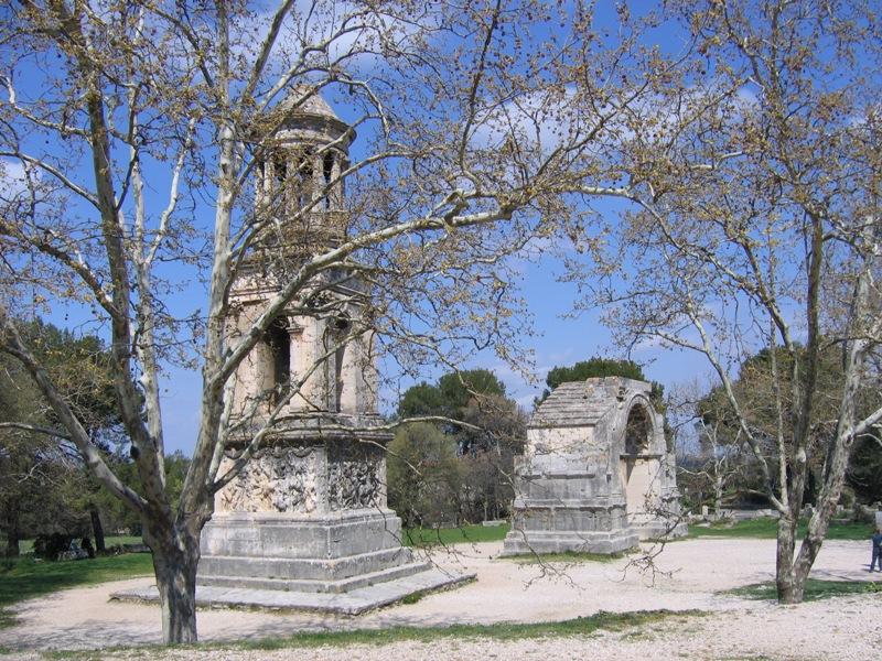 Photo du Monument Historique Mausolée dit Tombeau des Jules situé à Saint-Rémy-de-Provence