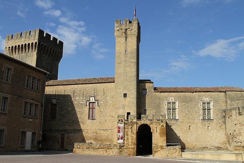 Photo du Monument Historique Château de l'Empéri situé à Salon-de-Provence