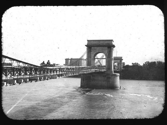 Photo du Monument Historique Pont ancien situé à Tarascon