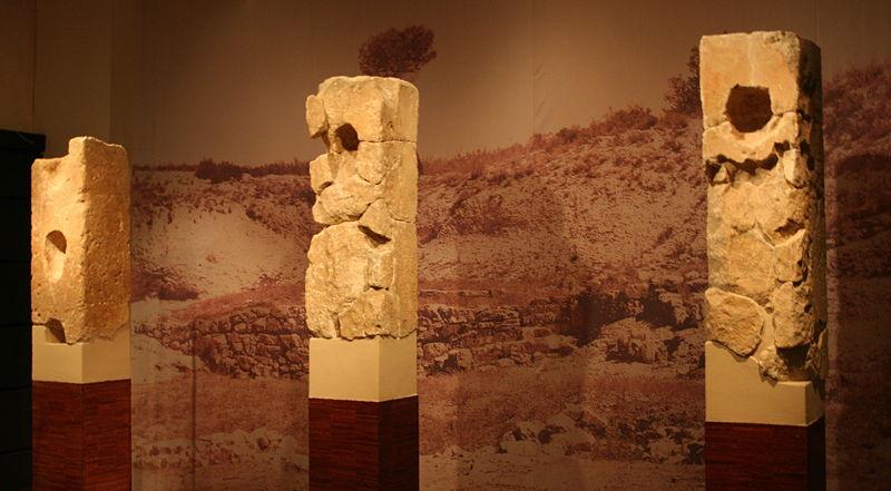 Photo du Monument Historique Site archéologique de Roquepertuse situé à Velaux