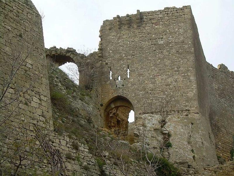 Photo du Monument Historique Château (ruines) situé à Vernègues