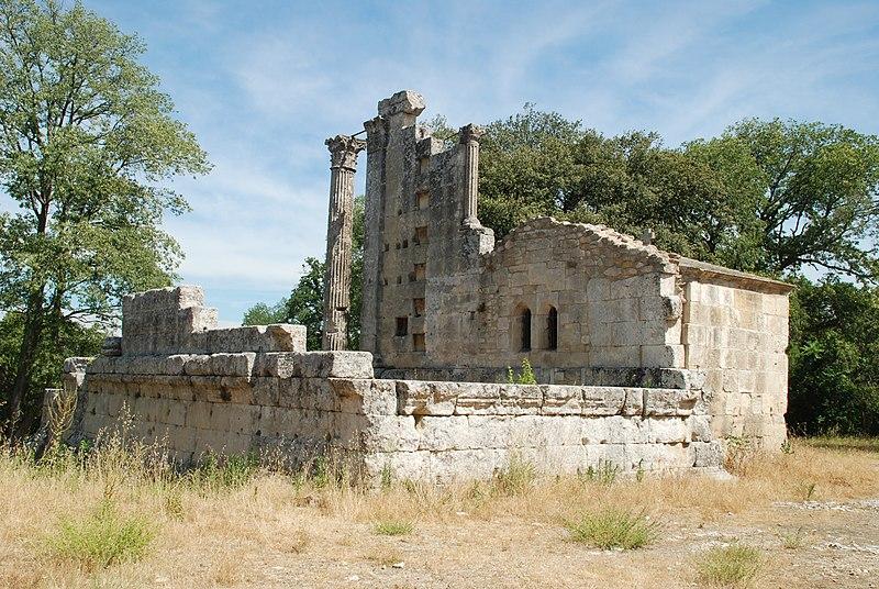 Photo du Monument Historique Temple de la Maison-Basse dit de Château-Bas situé à Vernègues