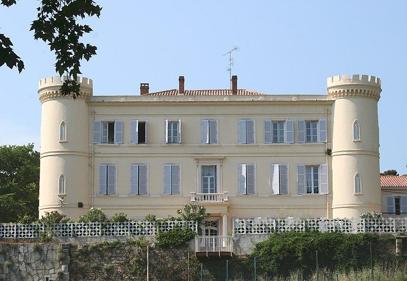 Photo du Monument Historique Château de La Reynarde situé à Marseille