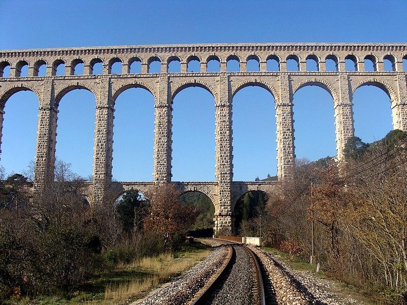 Photo du Monument Historique Aqueduc de Roquefavour (également sur commune d'Aix-en-Provence) situé à Ventabren