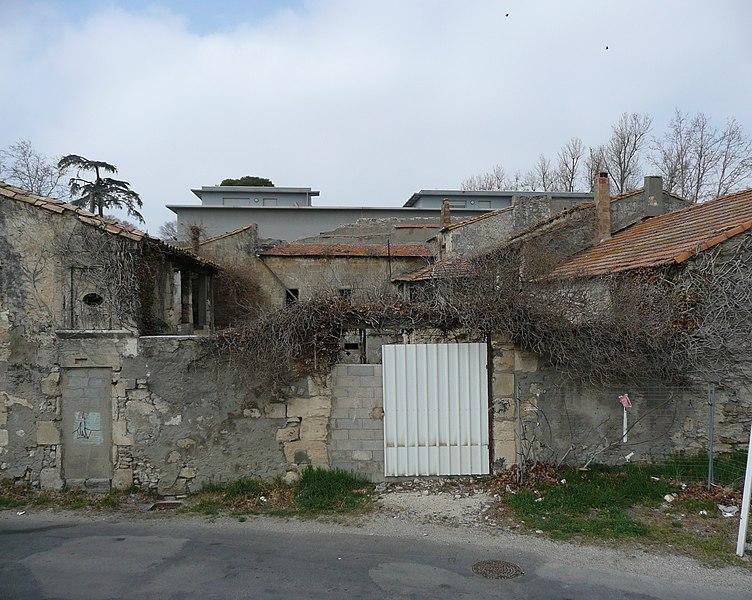 Photo du Monument Historique Léproserie Saint-Lazare situé à Arles