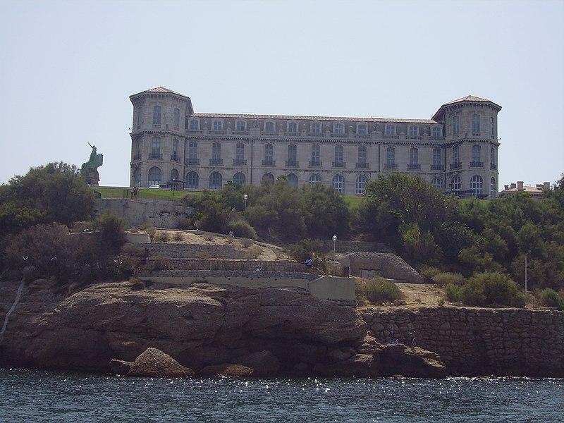 Photo du Monument Historique Monument aux héros de la mer, jardin Emile-Duclaux, esplanade Napoléon III, jardin du Pharo situé à Marseille
