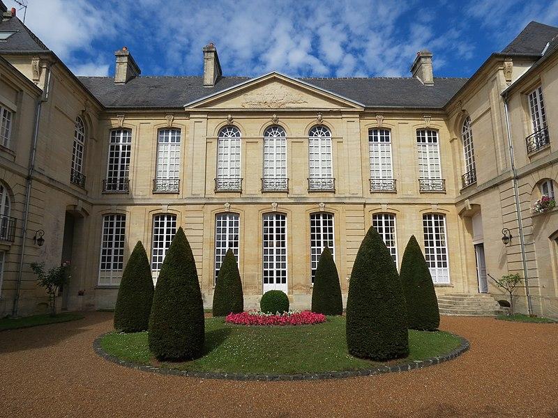 Photo du Monument Historique Hôtel de Castilly situé à Bayeux