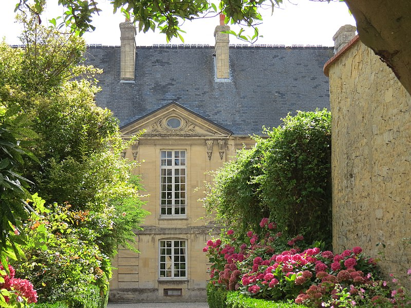 Photo du Monument Historique Hôtel de la Crespellière situé à Bayeux