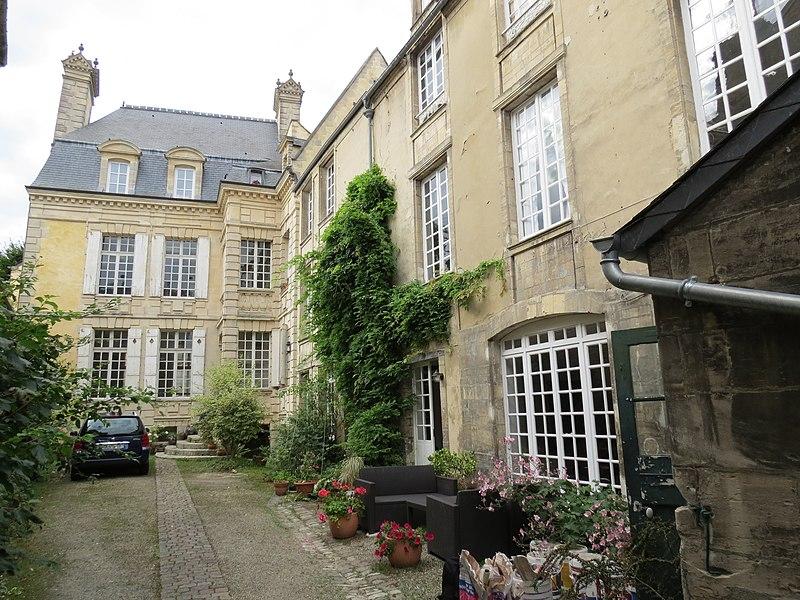 Photo du Monument Historique Hôtel Morel de la Carbonnière situé à Bayeux