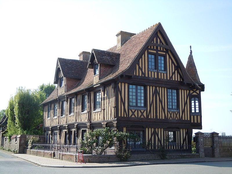 Photo du Monument Historique Manoir situé à Beuvron-en-Auge