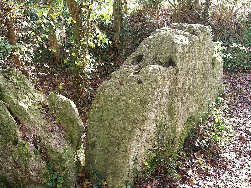 Photo du Monument Historique Mégalithe dit Les Pierres branlantes situé à Biéville-Beuville