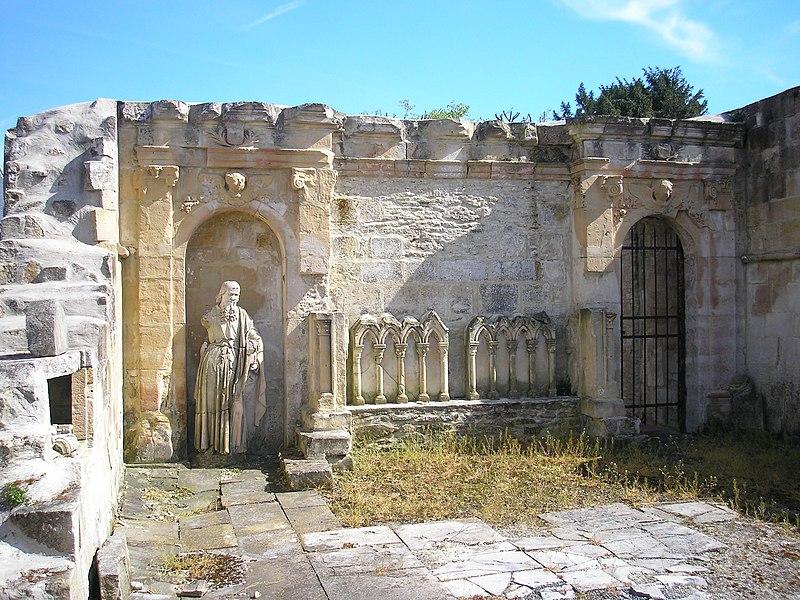 Photo du Monument Historique Restes de l'église situé à Bréville