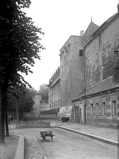 Photo du Monument Historique Enceinte de la ville situé à Caen