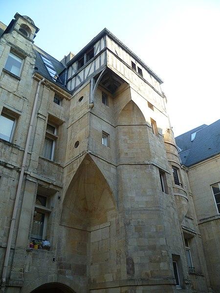 Photo du Monument Historique Ancien hôtel Duquesnoy-du-Thon situé à Caen