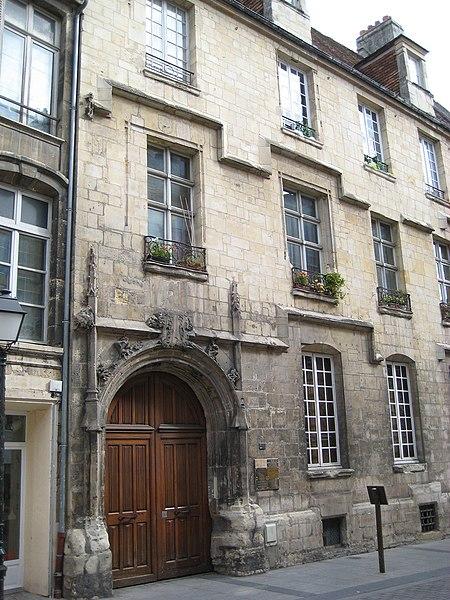 Photo du Monument Historique Ancien hôtel de Girard-Bureau situé à Caen