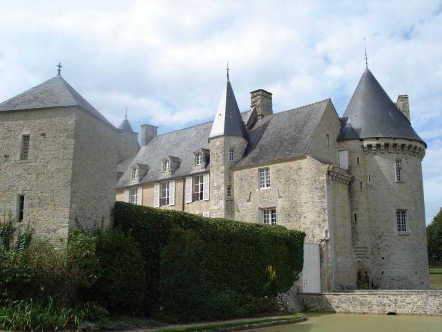Photo du Monument Historique Château de Colombières situé à Colombières