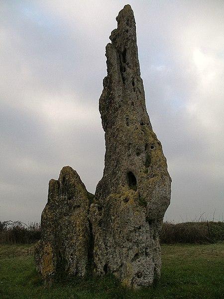 Photo du Monument Historique Menhir dit Pierre Cornue situé à Condé-sur-Ifs