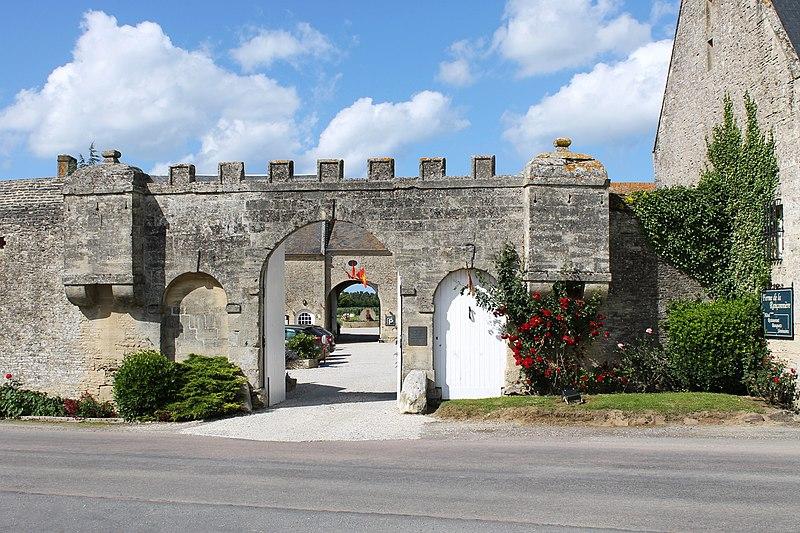 Photo du Monument Historique Ferme de la Rançonnière, dite aussi manoir de Biéville situé à Crépon