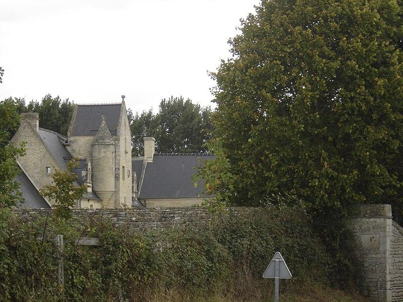 Photo du Monument Historique Manoir du 15e siècle, dit Clos Mondeville situé à Crépon