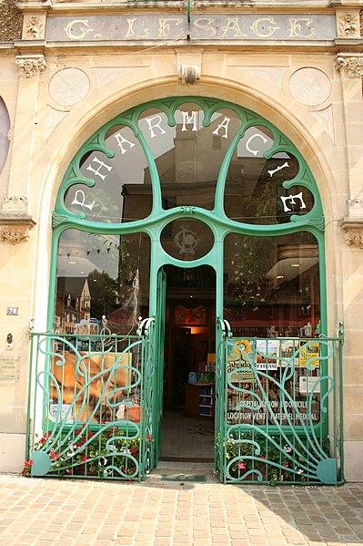 Photo du Monument Historique Pharmacie Lesage situé à Douvres-la-Délivrande