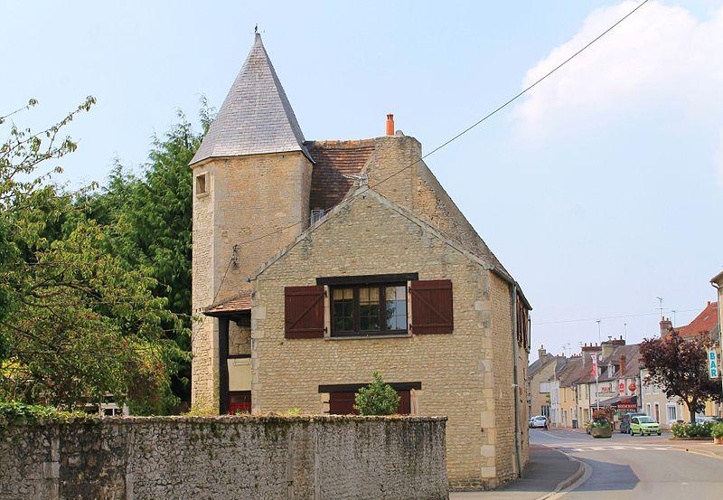 Photo du Monument Historique Maison du 16e siècle situé à Falaise