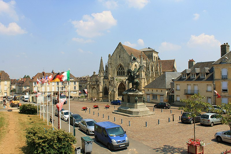 Photo du Monument Historique Place Guillaume-le-Conquérant situé à Falaise