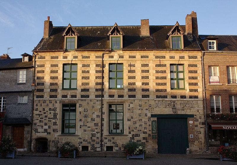Photo du Monument Historique Manoir de Roncheville situé à Honfleur