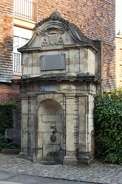 Photo du Monument Historique Fontaine publique situé à Lisieux