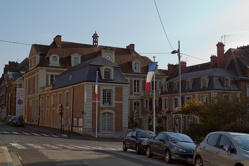 Photo du Monument Historique Hôtel de ville situé à Lisieux